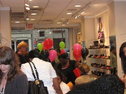 Aerosoles-in-Store-HIV-Event2