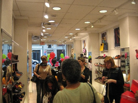 Aerosoles-in-Store-HIV-Event3