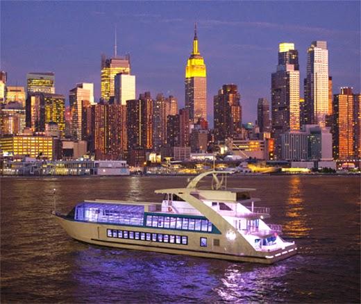 la-nuit-en-rose-yacht