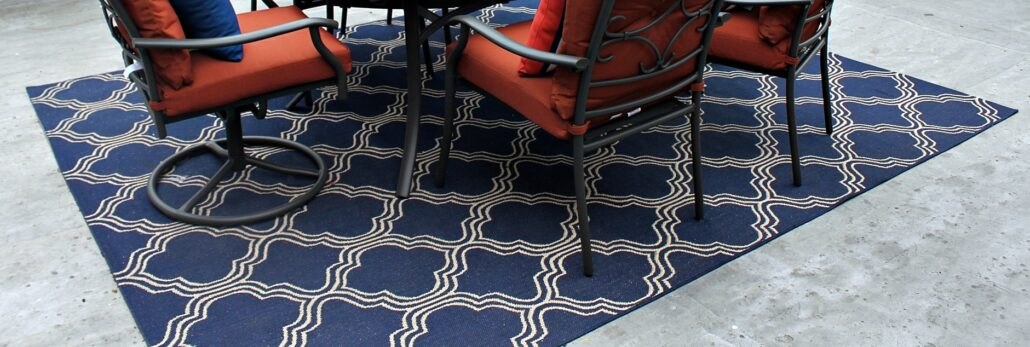 Navy_Fretwork_Indoor_Outdoor_Patio_Rug_www.mylifeonandofftheguestlist.com