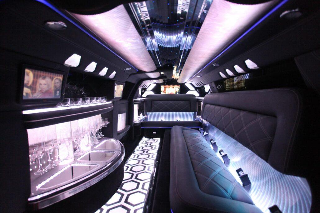 limousine-royalty-white-300c-chrysler-limousine-6