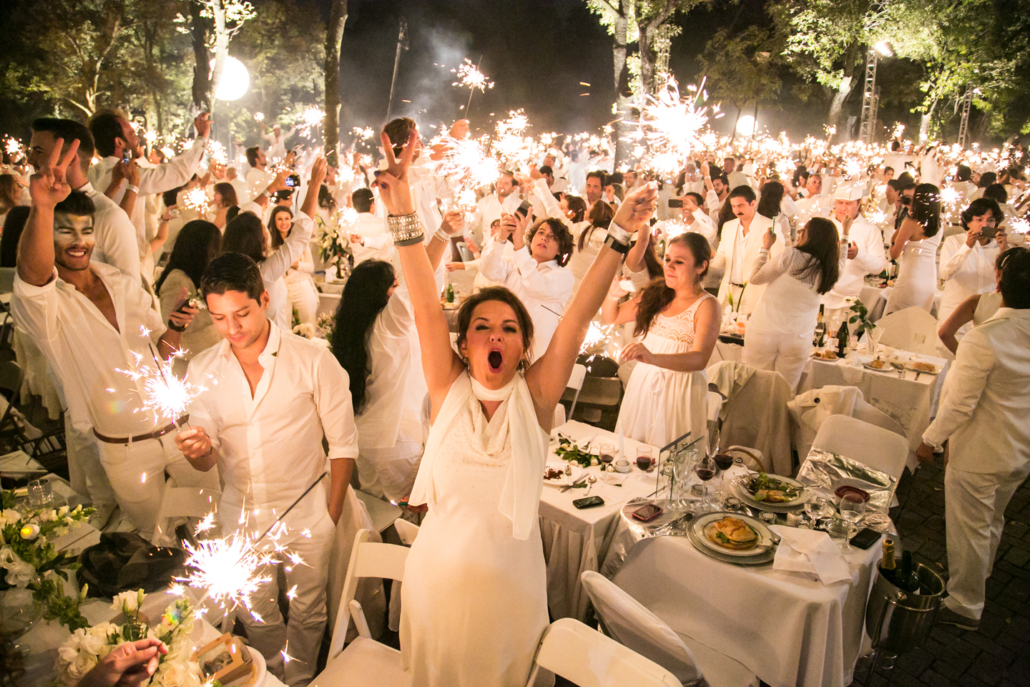 Le Diner en Blanc  The World s Largest All-White Dinner Party 2c3847309