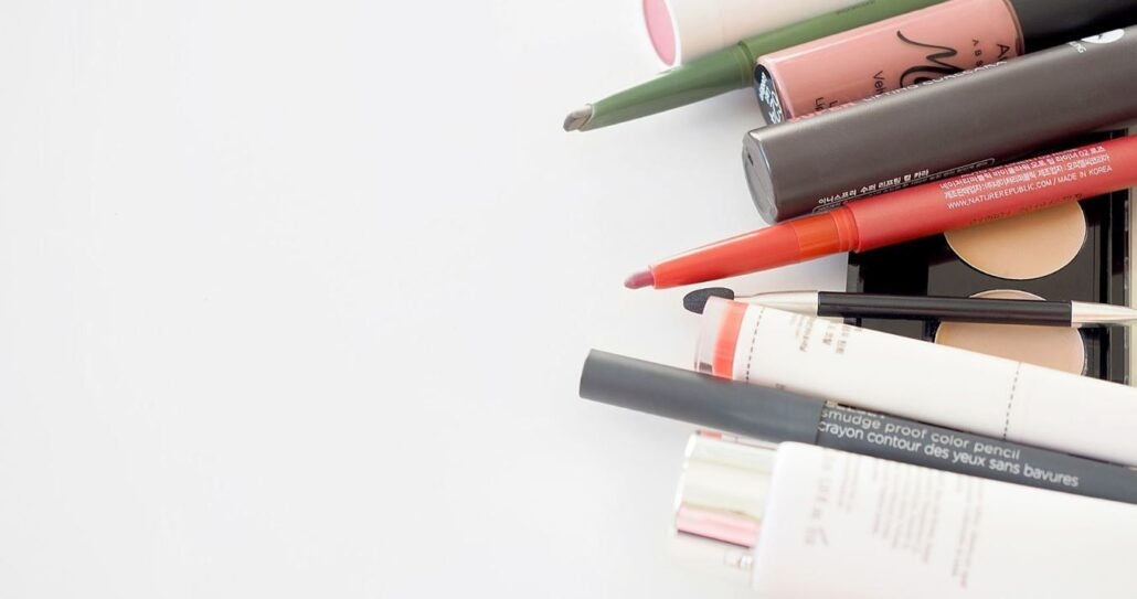 Your 5-Step Makeup Routine For Your Next Virtual Meeting, Chat, or Wedding