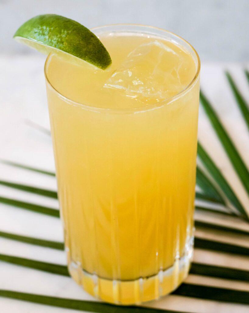 PASSIONATE APPLE Rum Cocktail